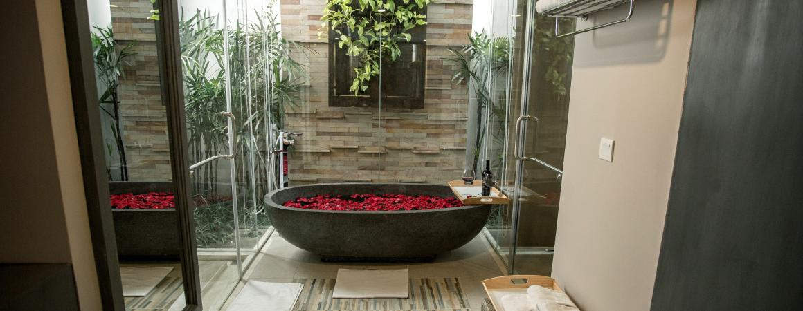 Premier Deluxe King Bathtub